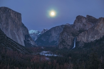 Full moon rising over Tunnel View at Yosemite Valley