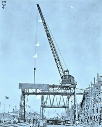 Gantry steam crane for construction of ships  tons with an  foot boom - c