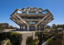 Geisel Library UCSD Photo by Darren Bradley x