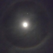 Gigantic cloud halo around the moon tonight