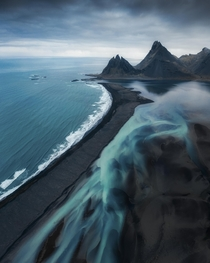 Glacial rivers and black sand beaches on the coast of Iceland  insta zachtesta