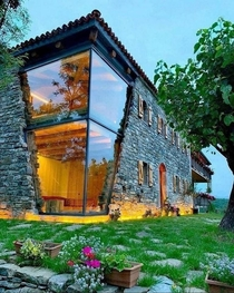 Glass Cornered House - Architect Forgot which Century it Was