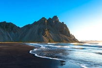 Golden morning light hits the shores of this wild beach along southern Iceland OC