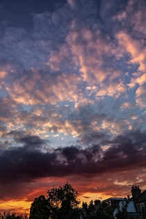 Gorgeous cloud formations last night for a stunning sunset in London England