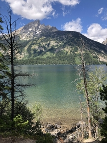 Got this shot of Jenny Lake and the Teton Mountains while exploring Grand Teton National Park in Wyoming Such a beautiful place