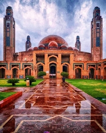 Grand Jamia Mosque Lahore Pakistan - Capacity of  worshippers and is the third largest mosque in Pakistan - photography_educator