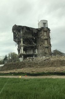 Half-demolished building near my hometown Kinda reminds me of the buildings in Fallout