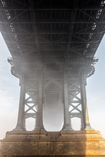 Heavy fog rolled into NYC this morning making for this awesome scene underneath the Manhattan Bridge
