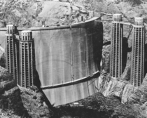 Heel side of Hoover Dam then called Boulder Dam before the filling of Lake Mead