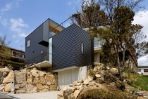 House over steep rocky site with main space on upper floor open to large wooden roof deck in Hyogo Japan by Shogo Aratani Architect Photo Yutaka Kinumaki