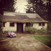 House w kids pink jeep - Central Cascades WA