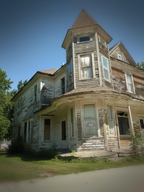 I found this run down Victorian house in the small town of Sacred Heart MN today