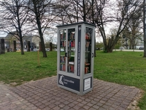 I love these public bookshelfs in Germany