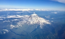 I was on the wrong side of the plane to see Mt Rainier but my GF shot this