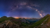 I went on A sunset hike to A ft pass near Aspen Colorado to capture the stars and the mountains during twilight