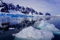 Ice floes off the Antarctic Peninsula Impossible Blues from Dense Oxygen in Ice