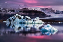 Icebergs on the Icelandic Jkulsrln lagoon at dusk  photo by Dennis Fischer
