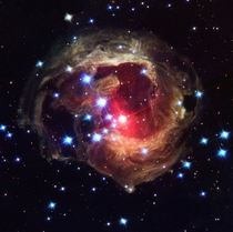 Image of the star V Monocerotis V Mon reveals dramatic changes in the illumination of surrounding dusty cloud structures The effect called a light echo has been unveiling never-before-seen dust patterns ever since the star suddenly brightened for several