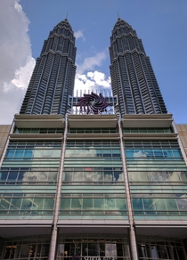 In remembering Csar Pelli  heres his most monumental design the Petronas Twin Towers the Suria KLCC mall is the base