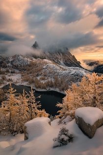 Incredible conditions as Fall meets Winter at The Enchantments WA OCx ross_schram