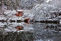 It snowed in Kyoto Japan making the Daigo-ji temple garden look amazing -- photo credit to Azul Obscura