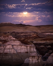 It was absolutely incredible to watch the full moon rise over the otherworldly Bisti Badlands in New Mexico