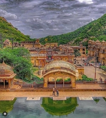 JAIPUR Heritage city of India Its famous in world for their wonderful palaces proudful history and many of beautiful tourist places