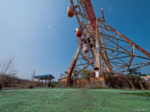 Japanese Ferris Wheel left to slowly decay