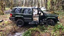 Jeep Cherokee found crashed and abandoned near Cougar WA