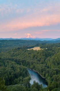 Jonsrud Viewpoint in Sandy OR Mt Hood looking good tonight