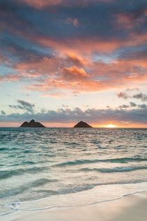 Kailua Bay at sunrise - Oahu Hawaii