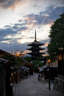 Kyotos traditional Higashiyama District at sunset