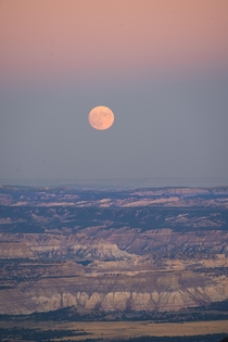 Last nights full moon rising over the edge of Bryce Canyon at dusk