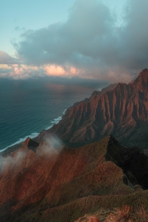 Last sunlight catching onto Kalalau Valley Hawaii