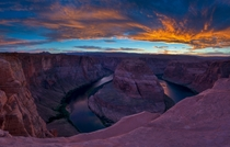 Lets start the Monday with a gorgeous sunset over Horseshoe Bend near Page Arizona