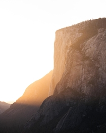 Light rays hitting El Capitan during the Fire Falls light window  Sadly horse tail falls are dry this year oc  jakob_lr
