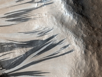 Liquid Water on Mars in Hydrated Salt Flows