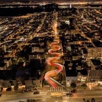 Lombard Street looking like a snake