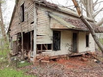 Long abandoned farm house found rotting in the woods