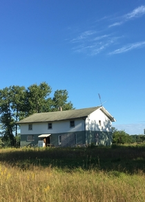 Long-Abandoned home begging to be explored Northern Minnesota