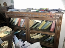 Looking at this bookshelf its hard to believe this house has been abandoned for  years Link in comments for more footage of inside
