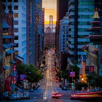 Looking down San Franciscos California Street towards the Bay Bridge