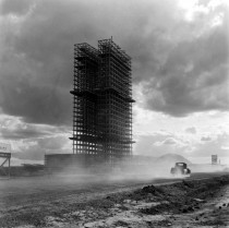 Marcel Gautherot made an epic undertaking in the late s by photographing every step of the construction of the city of Brasilia designed by Oscar Niemeyer from untouched grassland to modern capital