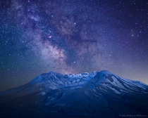 Milky Way Erupts from Mount St Helens in Southern Washington  x