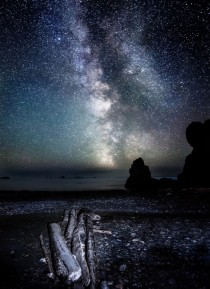 MILKY WAY RISES OVER THE PACIFIC OCEAN IN WASHINGTON STATE