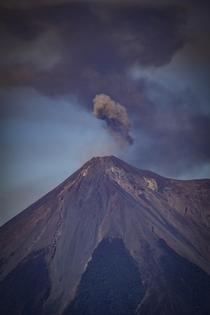 Mini eruptions every  minutes from volcn de fuego in Guatemala