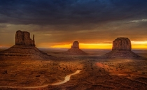 Monument Valley _USA By Wolfgang Staudt