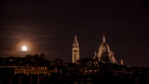 Moonrise over the Sacr-Cur Paris