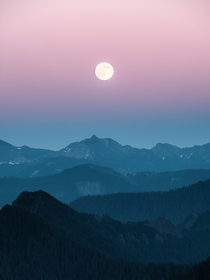Moonrise over the Washington Cascades