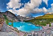 Moraine Lake - A beautiful contrast between rocky mountains and a forest